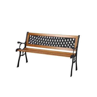 Banco de jardín con listones de madera y patas de hierro fundido